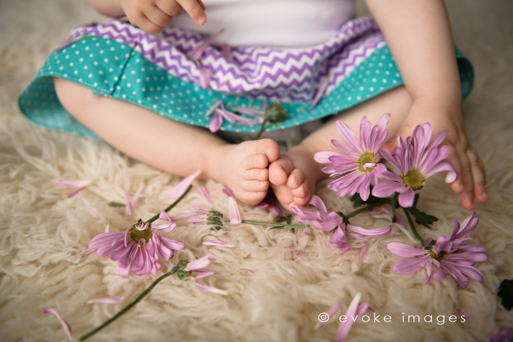 1 year baby toes and flowers