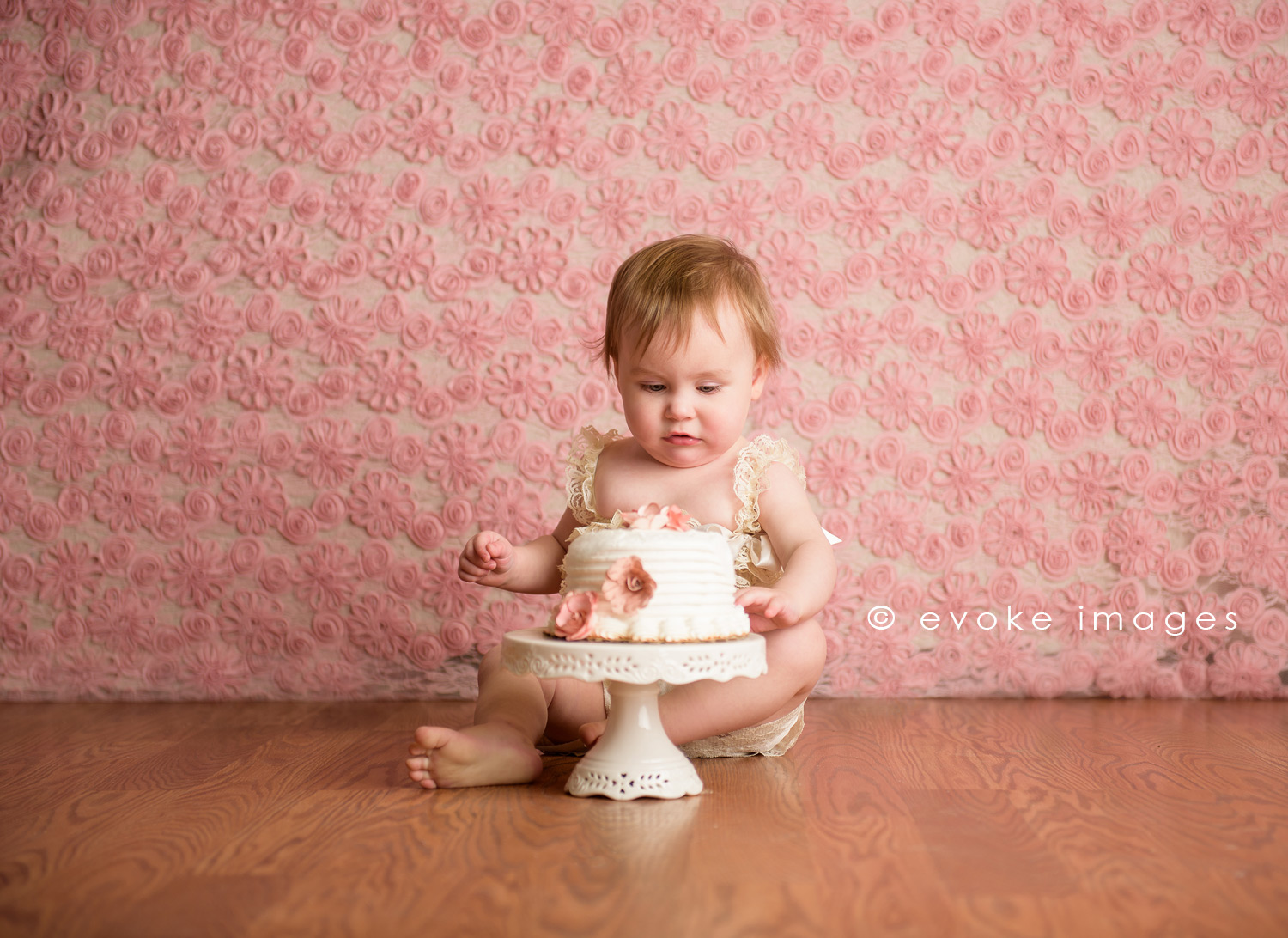 anchorage Alaska studio photography cake smash little girl pink