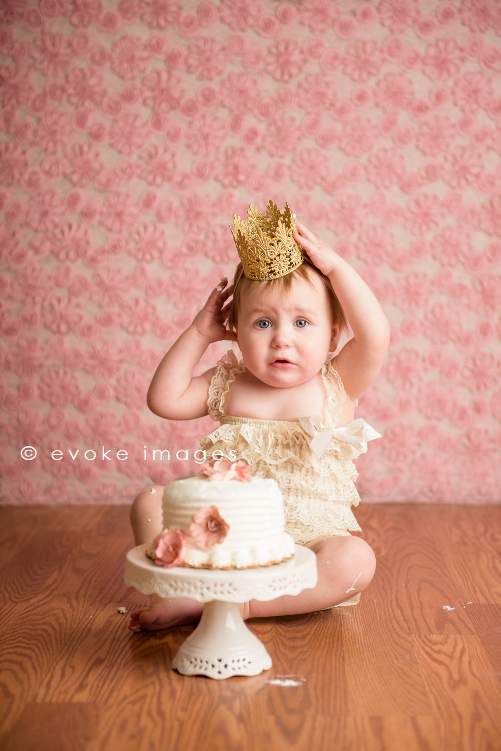 anchorage Alaska love crush crown cake smash little girl princess pink